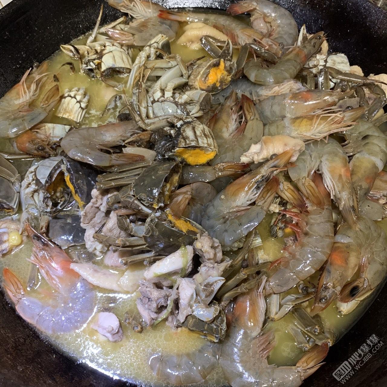 第一次做的雞煲蝦蟹,味道還不錯