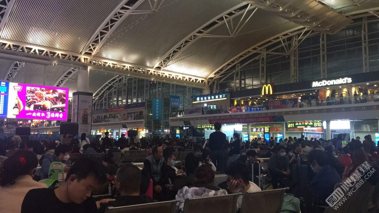 凌晨的广州南站