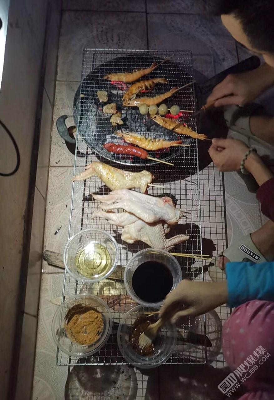 在陽臺燒烤燒