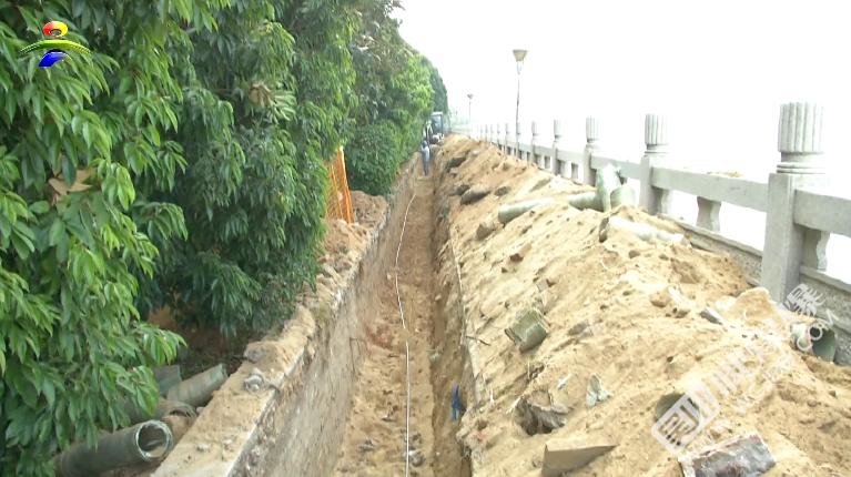 注意安全!我市沿江路同德城段江邊人行道電纜遷移工程正在施工中