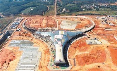 """湛江國際機場""""�!睔鉀_天,塘㙍鎮的永久安置區公共配套工程建設完畢"""